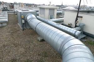 Ventilation par conduits d'air en tube galvanisé pour la vmc de toit à Paris